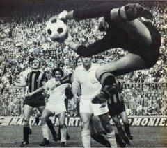 Volo plastico di Battara in un Inter-Sampdoria.jpg